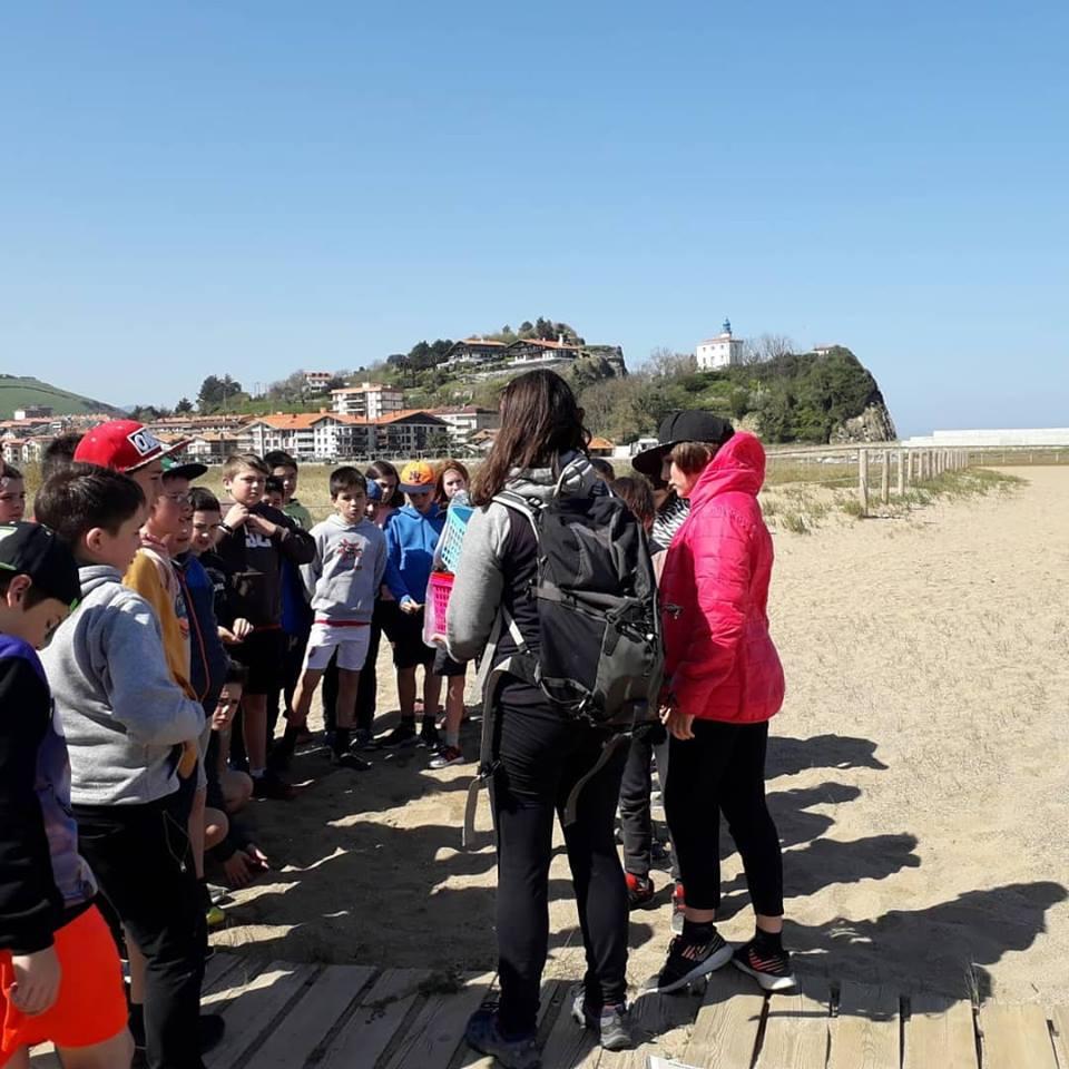Analizando los ecosistemas del estuario con alumn@s de Haztegi
